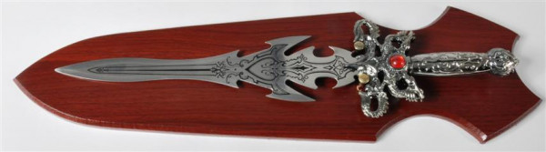 Schwert a. Holzbrett m.rotem Stein GK, ca. 50x12 cm